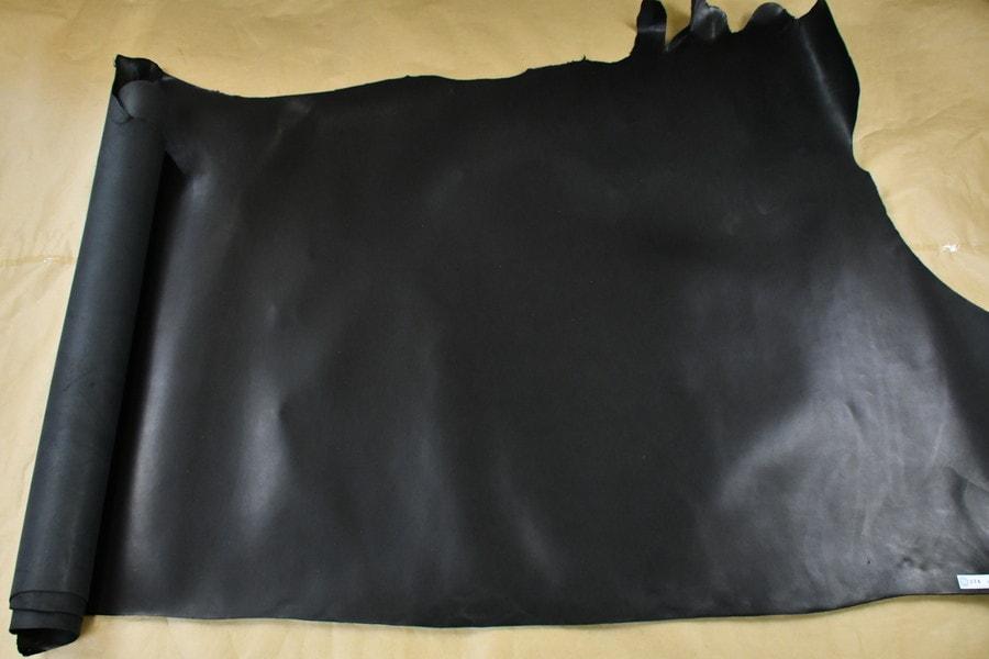 牛ヌメシエナ黒全体